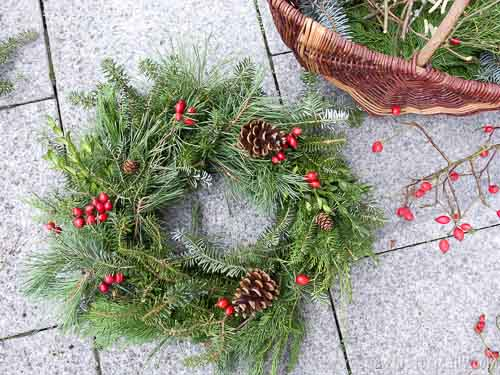 old fashioned christmas wreath from scratch by sew historically