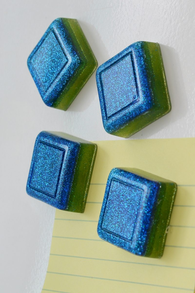 DIY glitter ombre resin fridge magnets