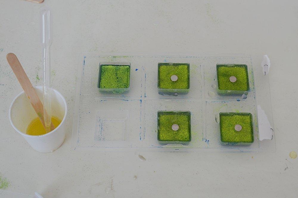diy ombre glitter resin fridge magnet