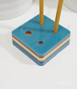 DIY-Colorful-Resin-Pencil-Holder-add-pencils
