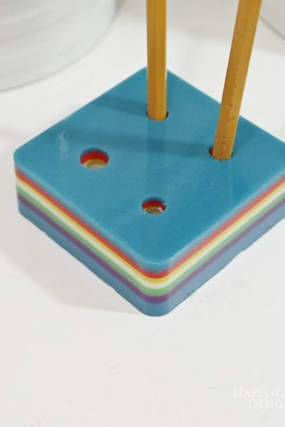 DIY-Colorful-Resin-Pencil-Holder-add-pencils