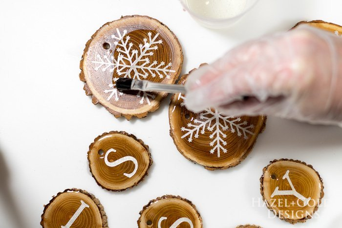 Holiday Wood Slice Garland- paint the resin onto the pieces