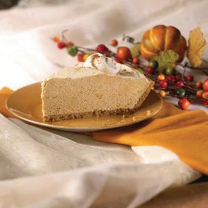 Creamy pumpkin pie by Poinsettia Drive