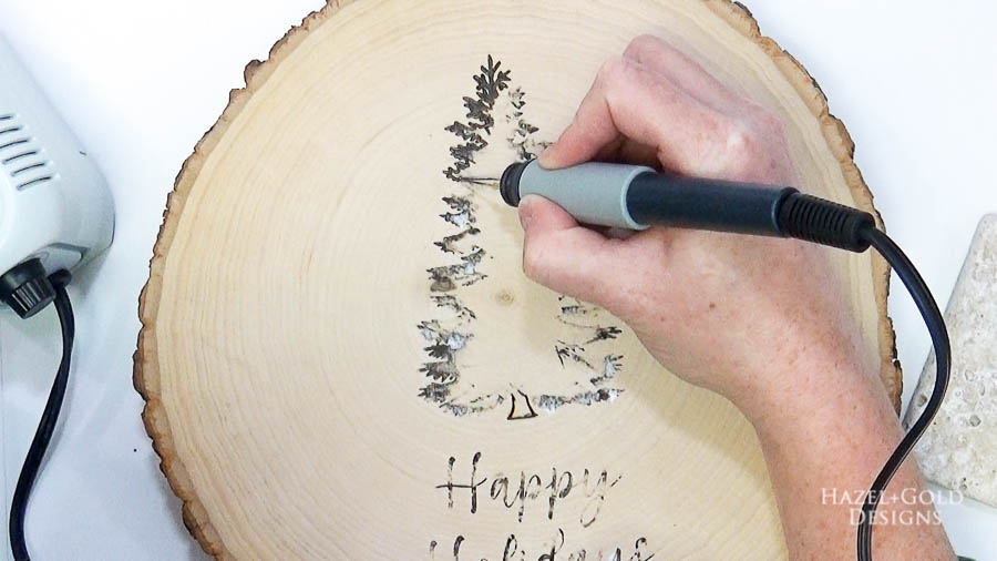 DIY Reversible Holiday Wood Slice Sign using Pyrography- transfer then trace the christmas design