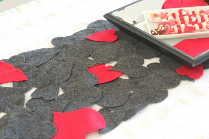 valentines-heart-table-runner